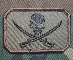 PIRATE-SKULL-amp-SWORDS-FLAG-CALICO-JACK-US-ARMY-USA-MILITARY-FOREST-VELCRO-PATCH