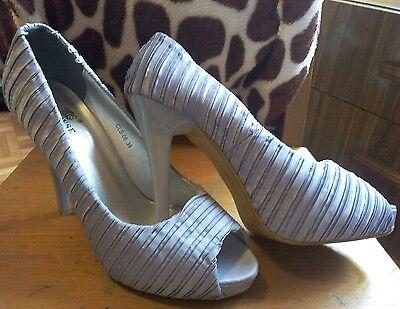 Zapatos de tacón alto plateados