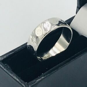 Vintage-Solid-9ct-White-Gold-6mm-Engraved-Star-Design-Wedding-Band-Ring-Sz-M-4