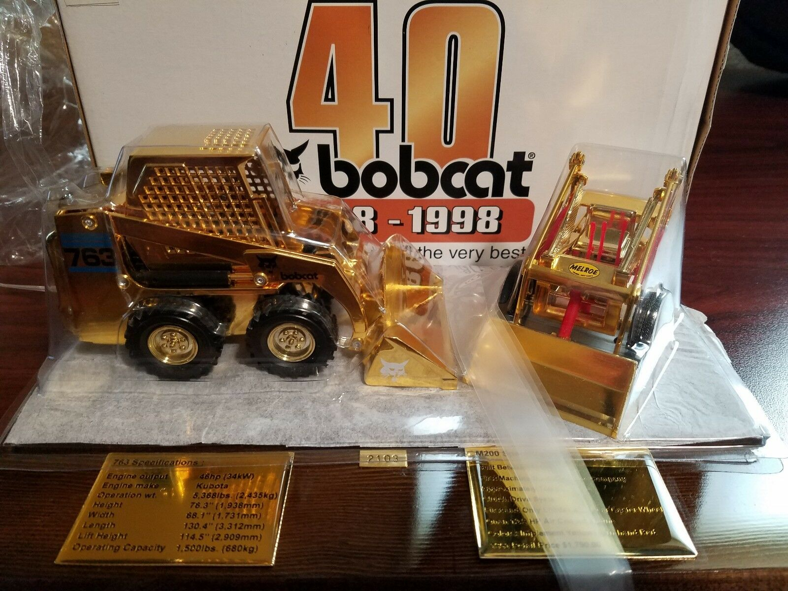 Obtén lo ultimo Bobcat 763 763 763 y M200 Dorado 40th aniversario-Loader Diecast Set 1 25 Scale Models  costo real