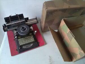 JOUET-TOY-MACHINE-ECRIRE-POUPEE-TOLE-LITHOGRAPHIE-ALLEMAGNE-1940-DRP-BOITE-TYPE