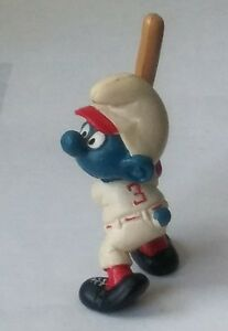 1980 SMURFS PEYO SCHLEICH HOLDING TAN BASEBALL BAT WITH RED #3 ON WHITE UNIFORM