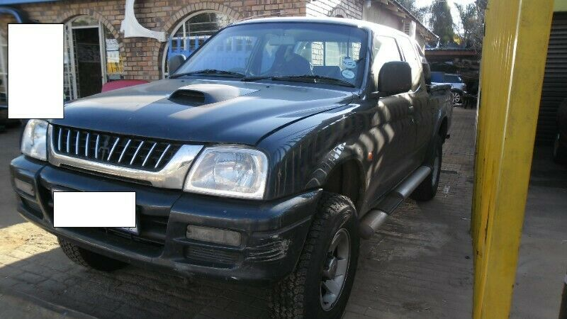 MITSUBISHI COLT RODEO 2.8TD STRIPPING FOR SPARES