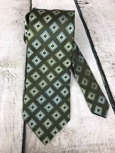 """BCBG Attitude Men Neck Tie Green with Geo Print Hand Sewn 100% Silk  61x3.5"""""""