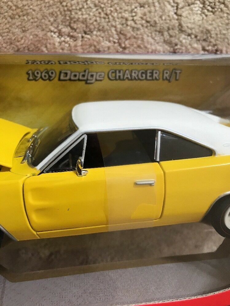 1969 DODGE CHARGER CHARGER CHARGER R T YELLOW 1 24 2006 Johnny WHITE WHEELS Lightning CHASE 233b06