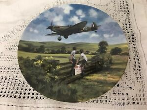 ROYAL-DOULTON-1993-DECORATIVE-PLATE-034-SPITFIRE-COMING-HOME-034-BY-MICHAEL-TURNER