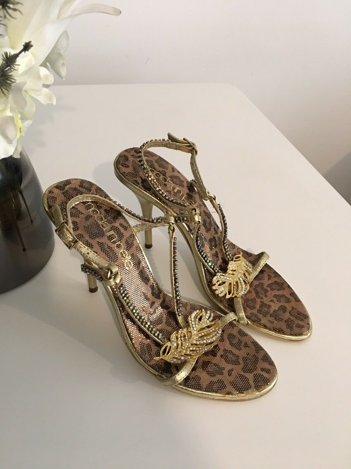 Moda in Pelle gold Sandal Size 5 Worn Once