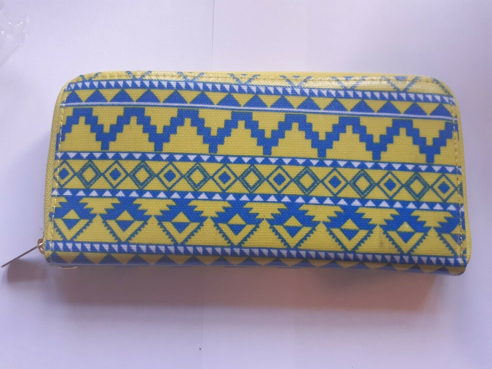 Brand New With Tags Women's Purse Blue Yellow Geometric With Strap