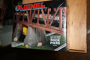Lionel-O-gauge-set-of-2-rock-piers-12744-NIB