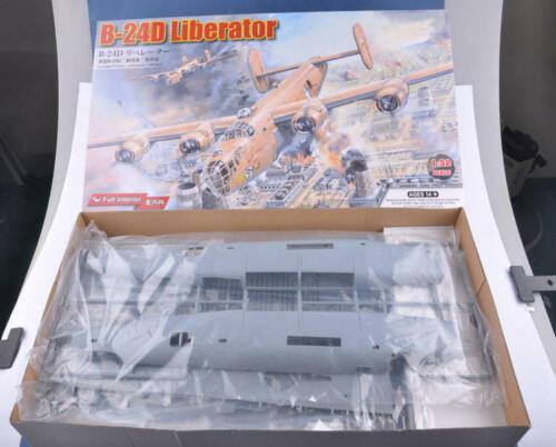 Hobbyboss 83212 1//32 Scale B-24D Liberator Bomber MODEL NEW