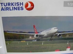 1/200 Herpa Turkish Airlines Airbus A330-300 Em 2016 558105