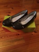 Women's Wear Ever By Bare Traps braylen Shoes Black Flats