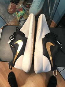 sports shoes da534 9aba5 Image is loading NIKE-ROSHERUN-ROSHE-RUN-HYP-PRM-GOLD-TROPHY-