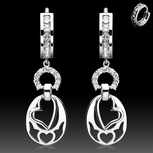 Elegante Herz Ohrringe aus 925er Silber mit klaren Zirkonia Steinchen.