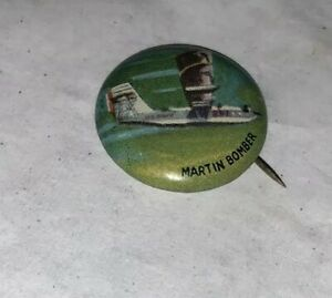 AMI-Junior-Martin-Bomber-Flugzeug-Pinback-Pin-Button-Vintage