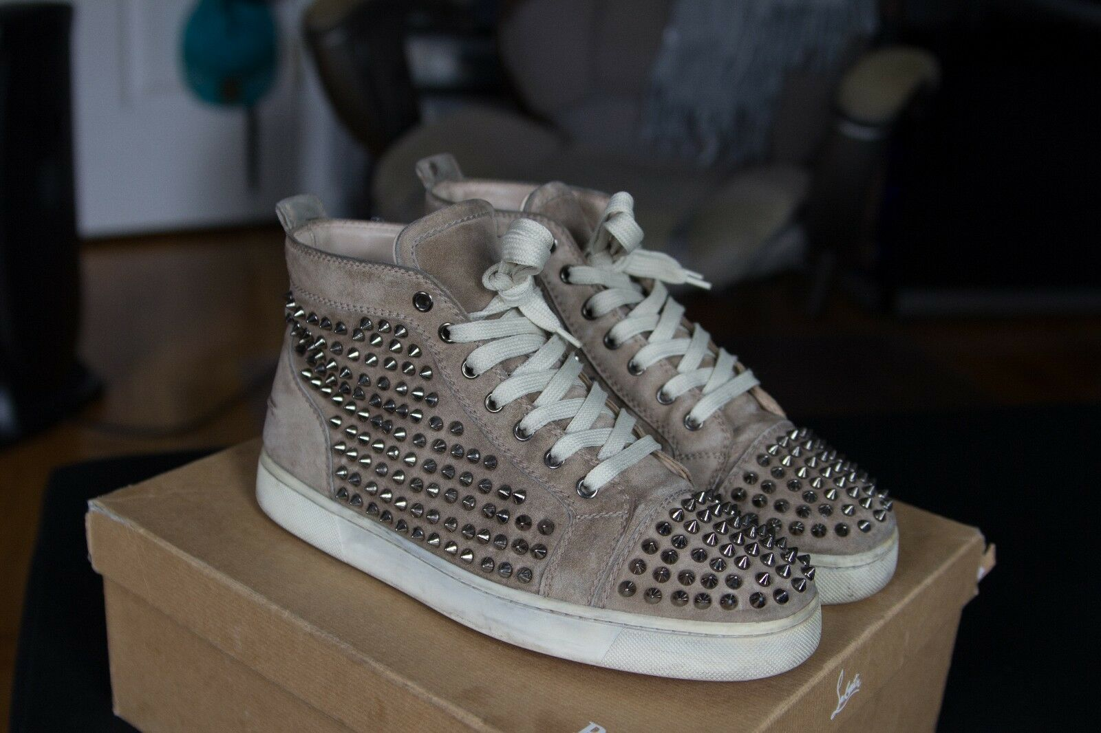 Loubitin Taupe - Size 40.5 - in a used condition - replacement box