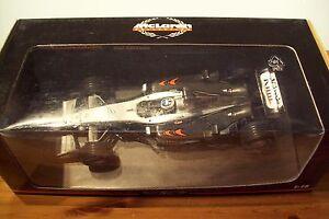 1/18 Mclaren Mercedes Mp4/17 2002 Kimi Raikkonen-afficher Le Titre D'origine éLéGant Dans Le Style
