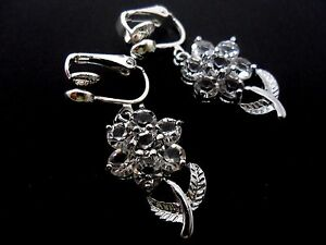 A-PAIR-OF-PRETTY-CRYSTAL-FLOWER-DANGLY-CLIP-ON-EARRINGS