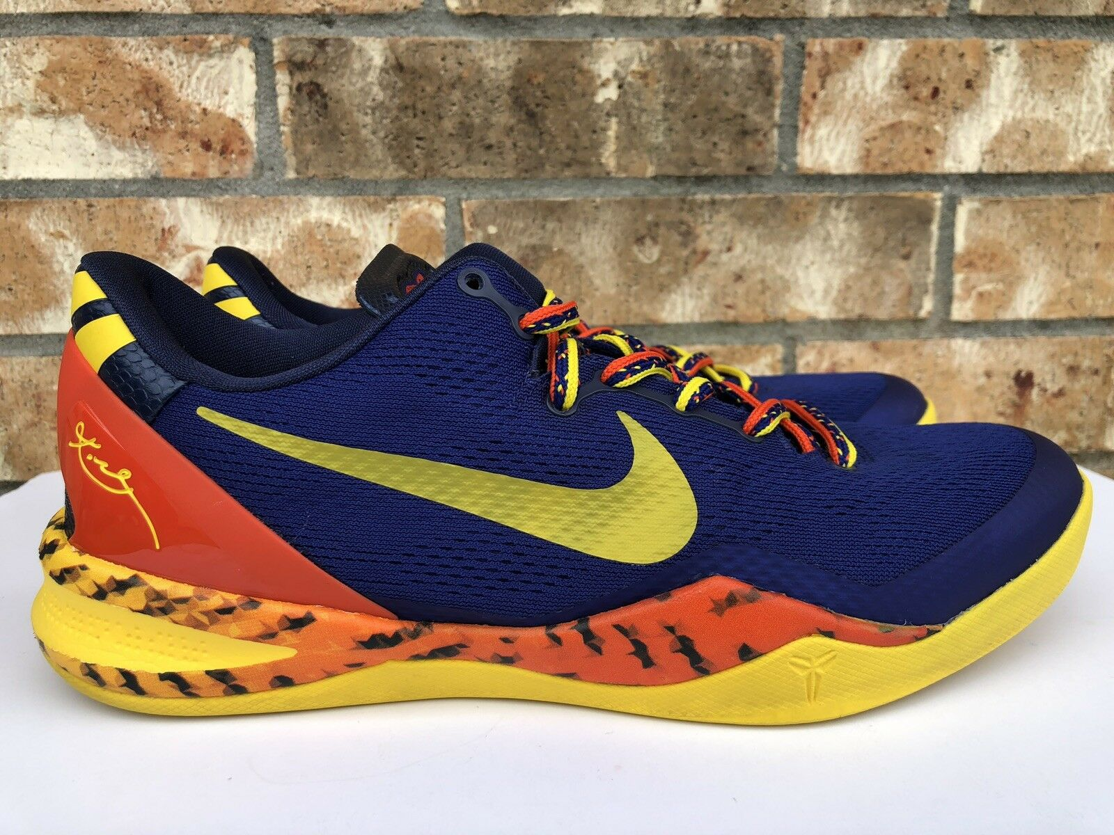 Men's Nike Kobe 8 System Barcelona Tiger Basketball shoes Size 9.5 555035-402