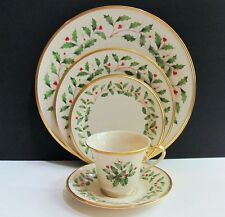 Lenox Holiday Dimension Collection Holly & Berries 5 Piece Place Setting (s)
