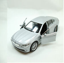 BMW 535i Silbermetallic Lizenz Miniatur Rückzugsmotor L115xB42xH52mm