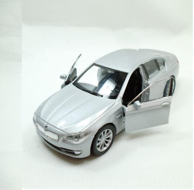 Hummer H3 Silbermetallic Lizenz Miniatur Rückzugsmotor L115xB42xH52mm