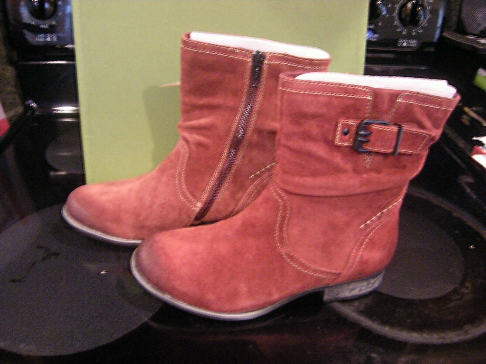 New Womens Garnet Suede Earth Beaufort Boots, Size 9