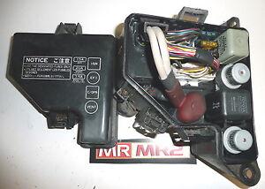 Toyota-MR2-MK2-MOTOR-LATERAL-TRASERO-CAJA-DE-FUSIBLES-amp-Reles-MR-MR2-USADO
