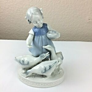 Vintage-Porcelain-Figurine-Gerold-Porzellan-5245-Bavaria-Girl-Feeding-Ducks