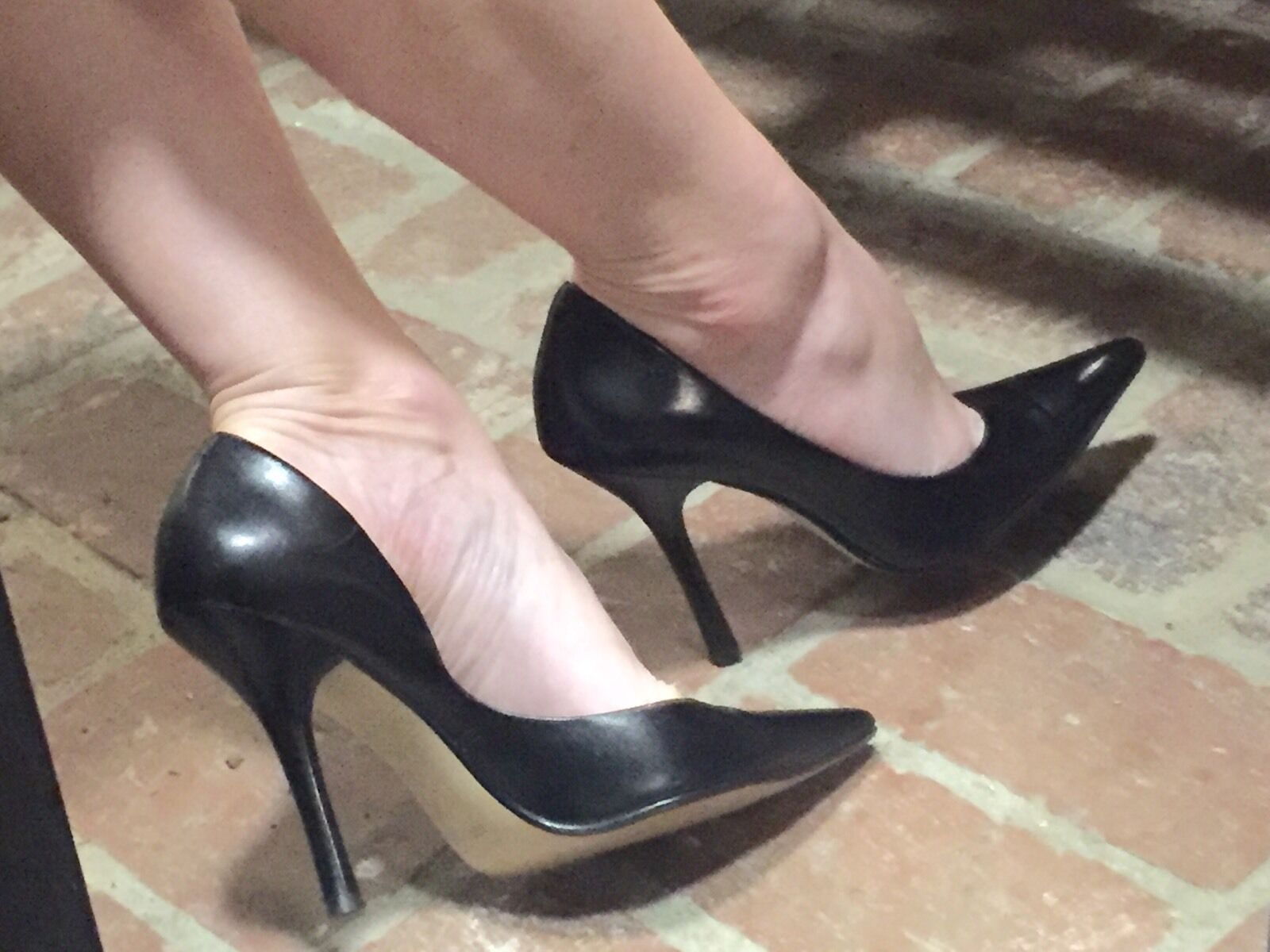BLacK BLacK BLacK LeATheR EUC Sz 6.5 Pointy Toe CARRIE Stilettos High Heels PUMP GuESS Spike cc6d45