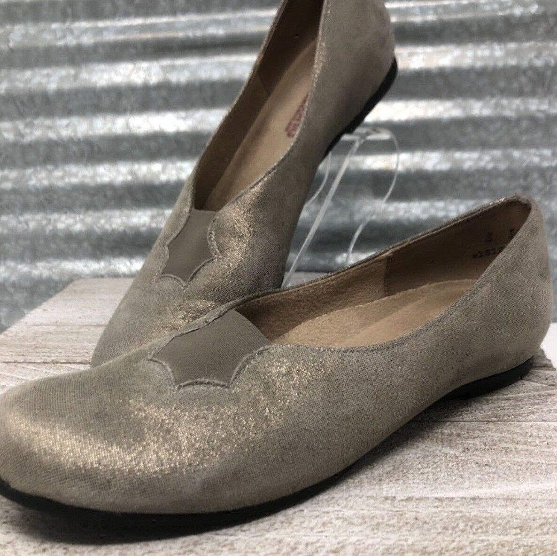 Munro American Made in USA Walking Wedge Metallic One Inch Hidden Heel Size 8
