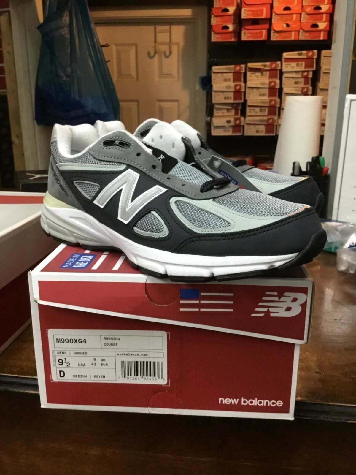 SALE NEW BRAND BALANCE M990XG4 Size 9-9.5 BRAND NEW NEW IN HAND 31d1e4