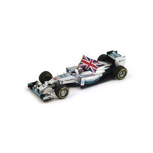 1-43-Mercedes-F1-W05-Ganador-Abu-Dhabi-GP-2014-Lewis-Hamilton-con-bandera