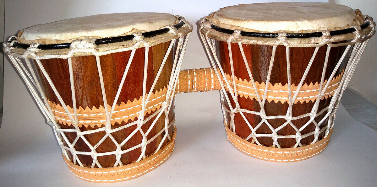 Brasilianische Percussion Instruments - Bongo Of Wood with String - 36x17x15cm