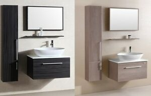 Mobili da arredo in colori con specchio e lavabo per bagno