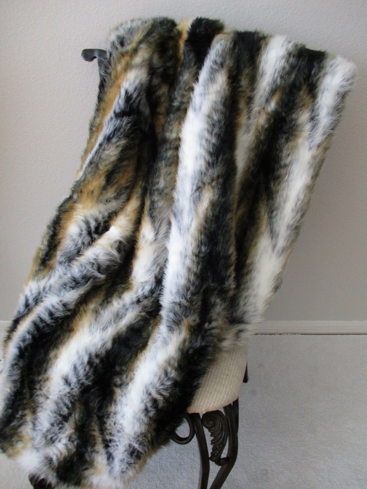 ADRIENNE LANDAU FAUX MULTI-COLOR WHITE TIGER FAUX FUR THROW 50  X 70  - NEW