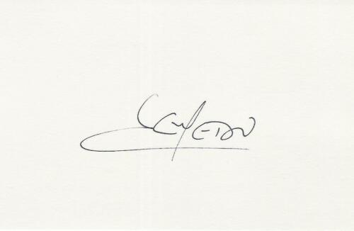A 14 cm x 9 cm white card. Personally signed by footballer José Semedo.