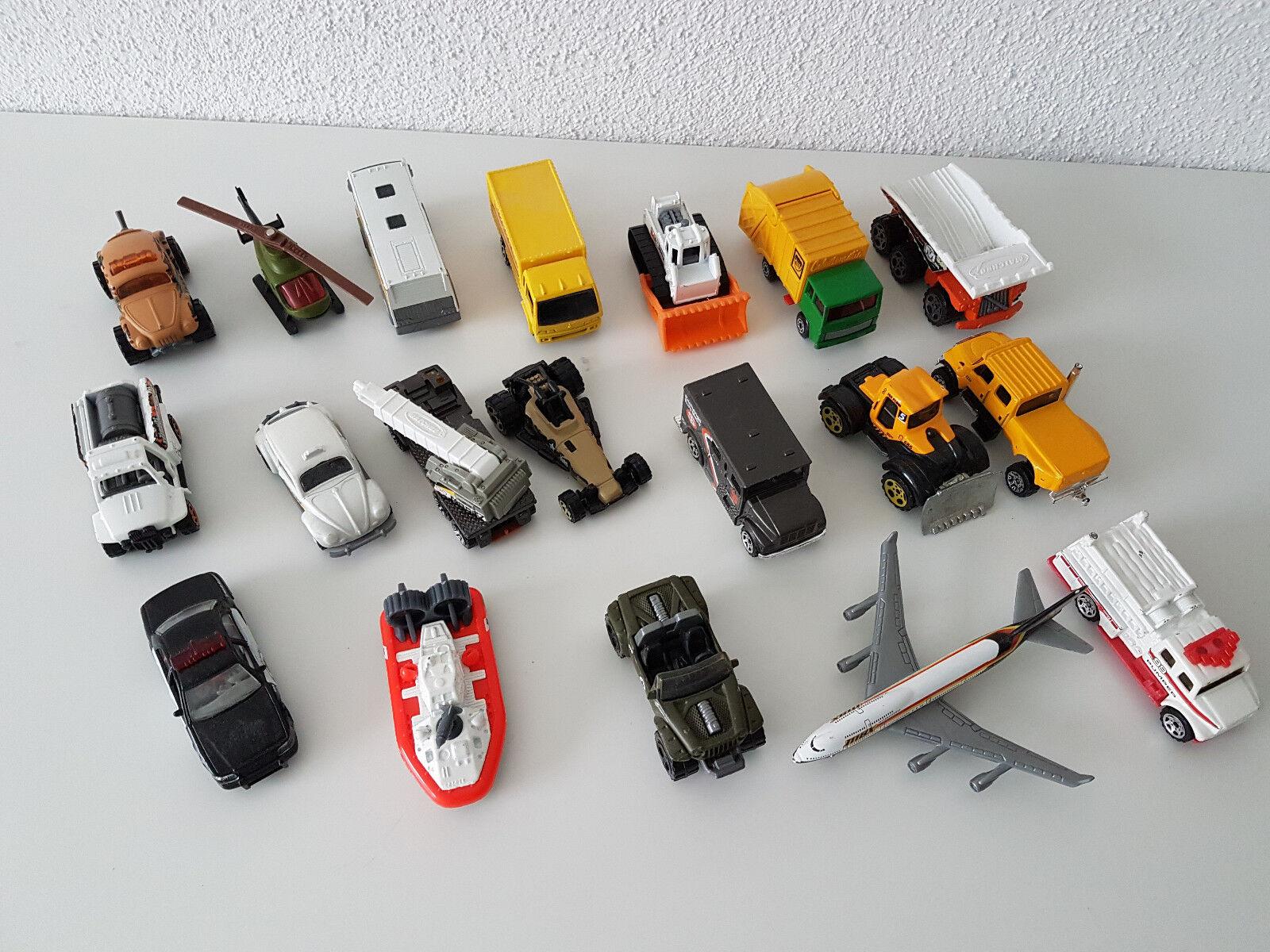 19x Matchbox Autos Bus LKW Flugzeug Hubschrauber Stiefel Taxi Bagger Polizei etc.