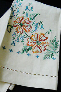 VTG Hand made Floral pattern Linen Embroidery towel Cloth Placemat doily