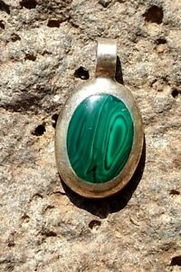 Sterling-Silver-Pendant-w-Green-Malachite-Inlay-Oval-Mexican-Vintage-Necklace