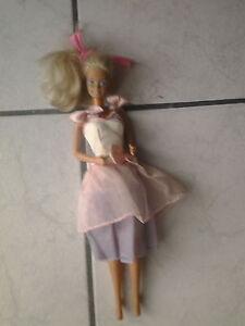 Barbie-Puppe-80-er-Jahre-Puppe-schoenes-gesicht-Malaysia-Kleid-Nr-25