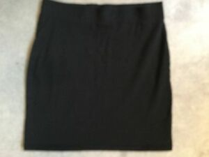 H-amp-M-BLACK-SHORT-STRAIGHT-SKIRT-WITH-STRETCH-SIZE-SMALL-IN-GOOD-CONDITION
