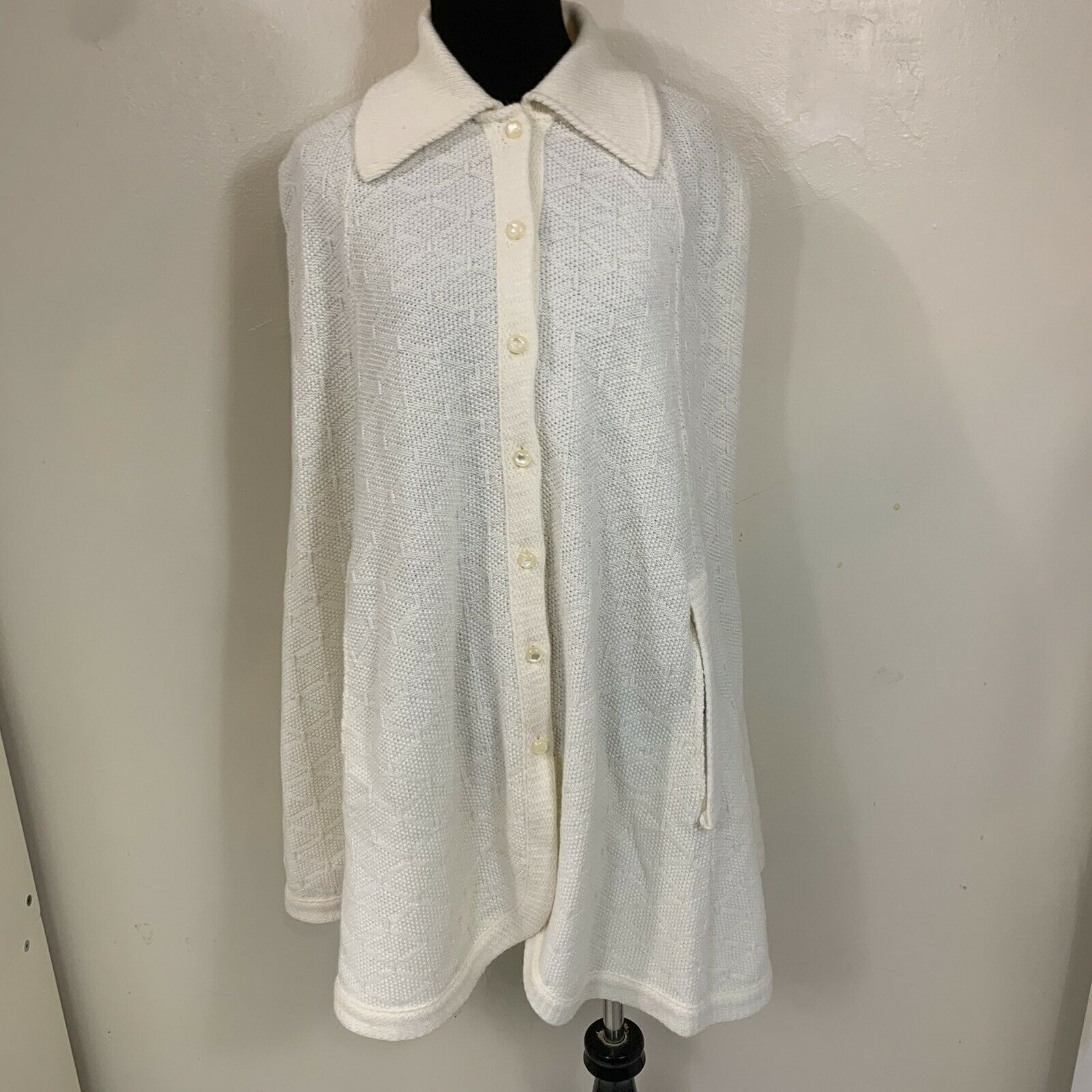 VINTAGE CREAM WHITE BUTTON UP COLLARED CAPE PONCHO WITH ARMHOLES GOOD CONDITION