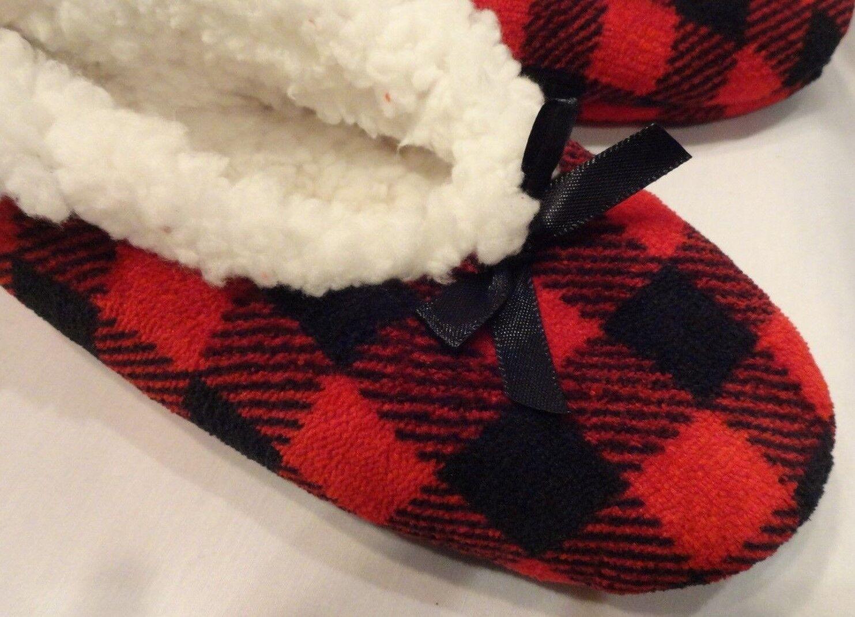 Red & Black Check Fuzzy Slipper Socks w/ Grippers Womens Size Small - Medium S M