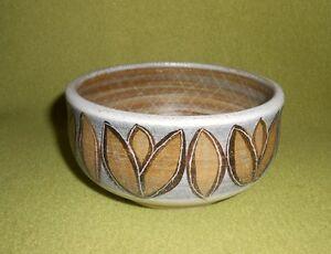 Bol-coupe-ceramique-signe-Guillot-peint-main-decor-grave-esprit-Vallauris
