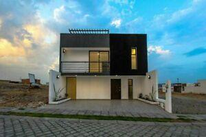 Casa en venta 3 recámaras y roof garden, fraccionamiento por periférico. Puebla.