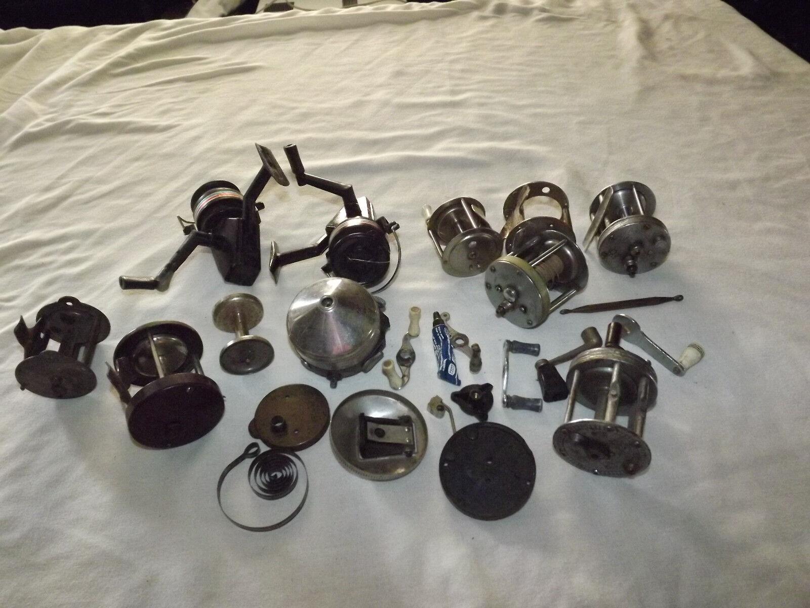 Vintage Caja llena de antiguos Pesca Cocheretes y piezas