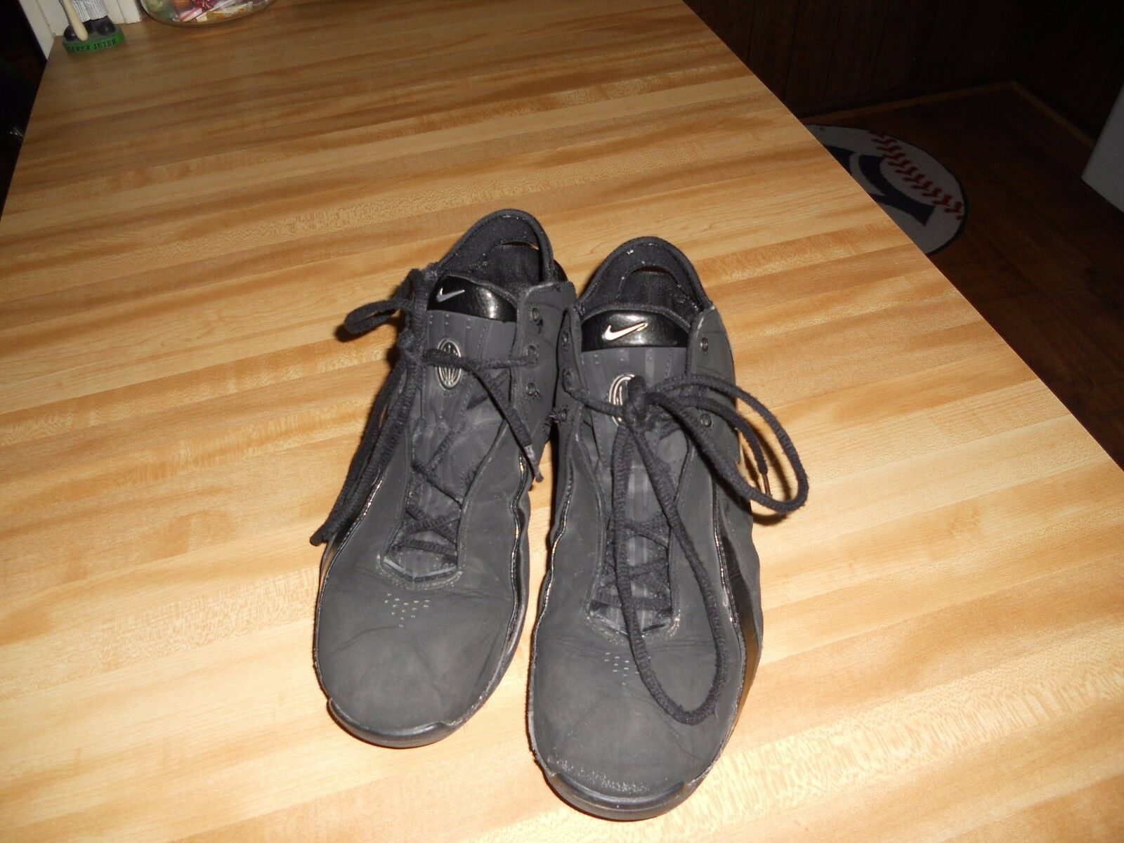 The most popular shoes for men and women NIKE FULL LENGTH AIR SNEAKER BLACK SIZE 10.5 VERY NICE