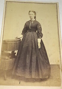 Rare-Antique-American-Civil-War-Fashion-Era-Beautiful-Young-Lady-CDV-Photo-US