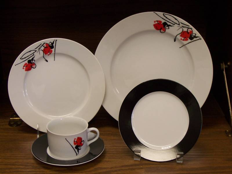 PORCEL RED FLOWER 6PC PLACE SETTING W  RIM SOUP NEW